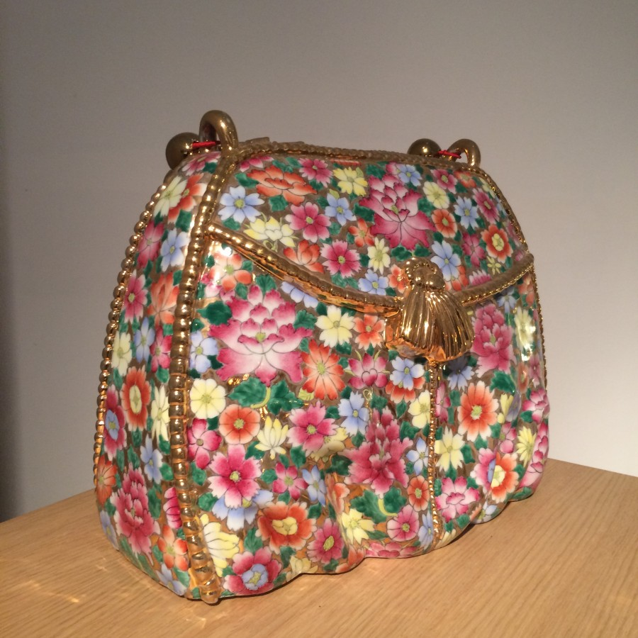 Porcelain handbag by Hans van Bentem